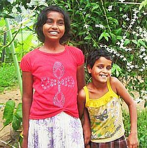 Kumari und Harshani im Chathura-Kinderheim in Sri Lanka